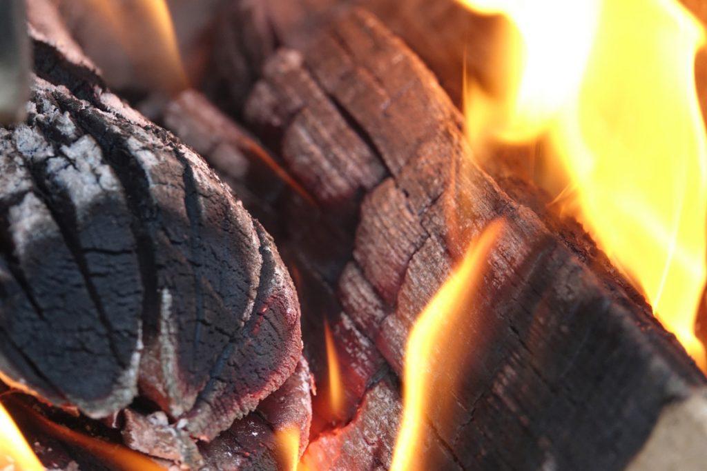 Správne kúrenie v kachľovej peci či krbe