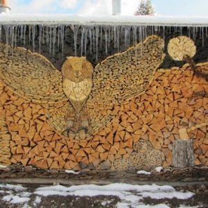 Uloženie dreva do tvaru sovy